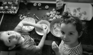 Domácí pečení Viktorky a Verunky