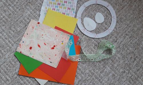 barevné papiry,šablony vajíček, kruh z kartonu,nůžky,lepidlo